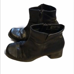 Vintage Woman's size 7 predictions boots